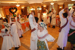 romanian dancers at romanian wedding