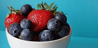 pic of strawberries and blueberries in a bowl