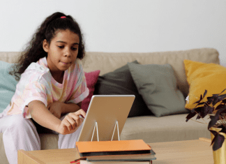 girl distance learning