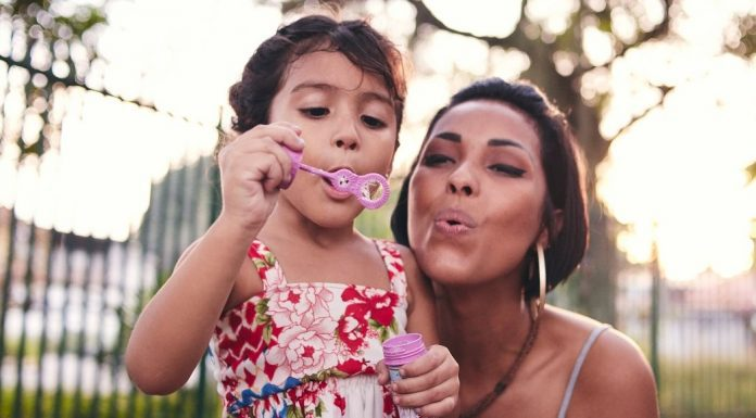 pic of mom and daughter blowing bubbles