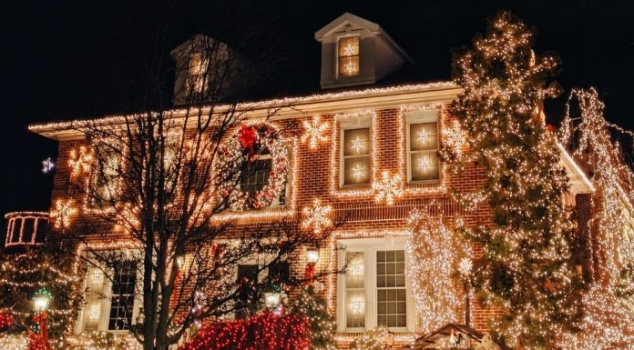 house decked out in holiday lights