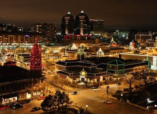 night view of Plaza Lights in Kansas City