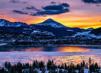 Colorado mountains next to a lake