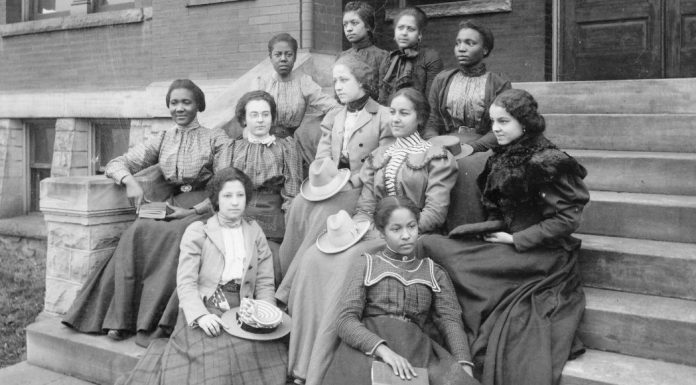 pic of women from the past
